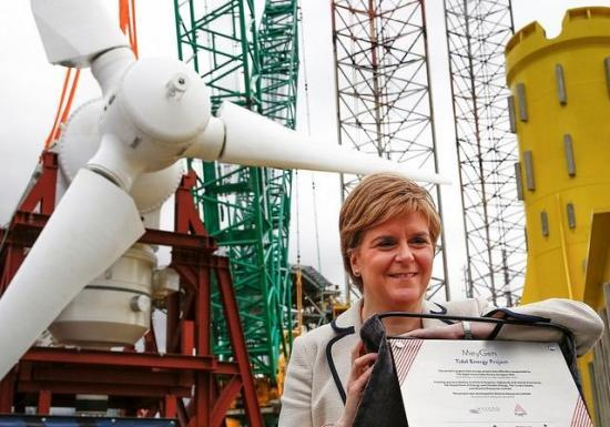 Photograph of First Minister Sees Turbines Bound For Pentland Firth