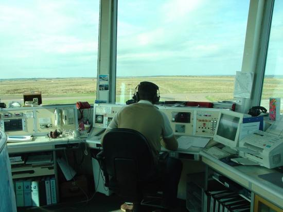 Photograph of Prospect Ballots Air Traffic Controllers In Highlands And Islands Airports On Pay